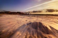 Praia rochosa bonita foto de stock royalty free