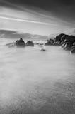 Cena da praia em preto e branco fotos de stock royalty free