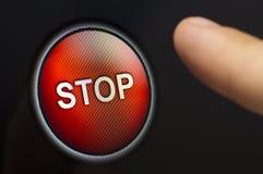 Dedo que pressiona um botão de PARADA vermelho no écran sensível Fotografia de Stock