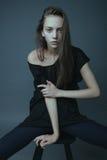 Uma foto da menina bonita está no estilo da forma Fotografia de Stock Royalty Free