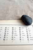 Estudando escrituras do buddhism Fotos de Stock Royalty Free