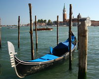 Uma gôndola em Veneza, Italy Foto de Stock