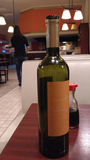Uma garrafa do vinho Fotos de Stock