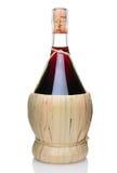 Uma garrafa do vinho do Chianti fotografia de stock royalty free