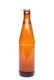 Uma garrafa marrom com bebida no fundo branco. Fotos de Stock