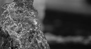 Uma gota da água de uma fonte Foto de Stock Royalty Free