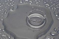 Uma gota da água forma uma coroa Imagem de Stock Royalty Free