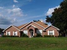 Uma HOME residencial do tijolo da história Fotografia de Stock Royalty Free