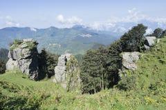 Uma ideia cênico da escala de Sree Khand Mahadev do pico de Hatu de Narkhanda, Himachal Pradesh, Índia foto de stock