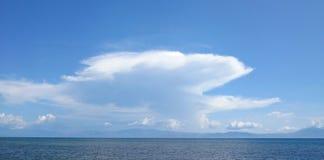 Uma ideia do horizonte pelo oceano imagem de stock royalty free