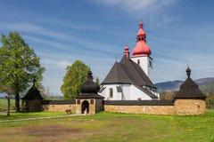 Uma igreja bonita em Liptovske Matiasovce em Tatras, Fotos de Stock Royalty Free