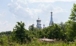 Uma igreja branca bonita em Rússia Foto de Stock Royalty Free