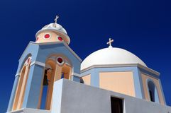 Uma igreja branca em Fira na ilha de Santorini, Grécia Fotos de Stock Royalty Free