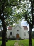 Uma igreja do lado do país Fotografia de Stock Royalty Free