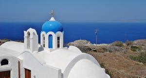 Uma igreja em Santorini, Greece imagens de stock royalty free