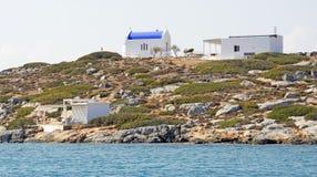 Uma igreja grega na ilha do diâmetro fotografia de stock royalty free