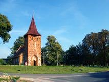 Uma igreja pequena da vila Fotos de Stock Royalty Free