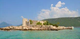 Uma ilha com monastério e igreja foto de stock