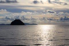 Uma ilha pequena no mar de Andaman Imagens de Stock Royalty Free