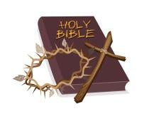 A Bíblia Sagrada com cruz de madeira e coroa de espinho Fotos de Stock Royalty Free