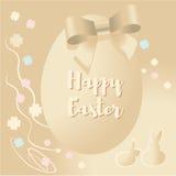 Uma imagem agradável com um coelho e ovos da páscoa no bege Imagens de Stock Royalty Free