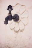 Uma imagem da obscuridade retro do torneira velho tonificada Foto de Stock