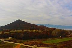 Uma imagem da paisagem perto de Rupite - Kozhuh, e atrás de Kozhuh Belasitsa Foto de Stock