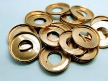 Uma imagem de círculos dourados no fundo branco fotografia de stock royalty free