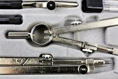 Uma imagem de uma ferramenta dos compassos - geometria do conceito imagens de stock