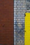 Uma imagem de fundo da pintura chapinhada em uma parede de tijolo em Yo novo Fotos de Stock