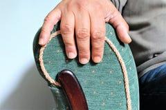 Uma imagem de uma poltrona com uma mão foto de stock royalty free