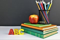 Uma imagem de um conceito da educação - escola imagem de stock