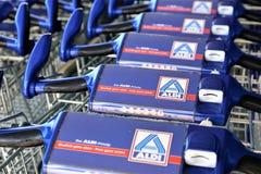 Uma imagem de um logotipo do supermercado do aldi - Luegde/Alemanha - 10/01/2017 Foto de Stock Royalty Free