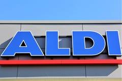 Uma imagem de um logotipo do supermercado do aldi - Luegde/Alemanha - 10/01/2017 Fotos de Stock Royalty Free