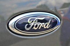 Uma imagem de um logotipo de Ford - Bielefeld/Alemanha - 07/23/2017 Imagem de Stock Royalty Free