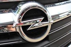 Uma imagem de um logotipo de Opel - Bielefeld/Alemanha - 07/23/2017 Fotografia de Stock