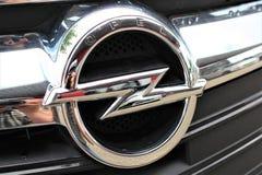Uma imagem de um logotipo de Opel - Bielefeld/Alemanha - 07/23/2017 Fotos de Stock Royalty Free