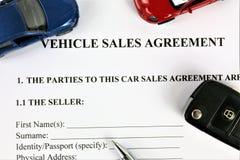 Uma imagem do conceito de um acordo de vendas do veículo fotos de stock