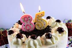 Uma imagem do conceito de um bolo de aniversário com vela - 85 Imagens de Stock Royalty Free