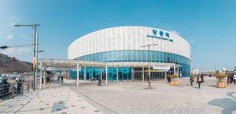 Uma imagem do exterior do estação de caminhos de ferro de Gangneung imagem de stock royalty free