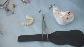 Uma impressão dental para a prótese vídeos de arquivo