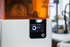 Uma impressora da estereolitografia 3d Fotos de Stock Royalty Free