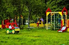 Uma infância do bebê da atividade do campo de jogos do jardim Fotografia de Stock