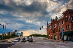 Uma interseção no por do sol em Baltimore, Maryland Fotografia de Stock