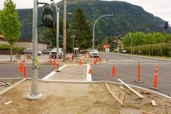Uma interseção que está sendo alargada em harrison Hot Springs, Canadá Imagens de Stock Royalty Free