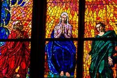 Uma janela do mosaico do vitral da igreja da religião Imagem de Stock