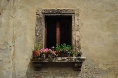 Uma janela em Siena Tuscany imagem de stock royalty free
