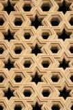 Uma janela foi decorada com testes padrões geométricos em Qutb minar em Nova Deli (a Índia) imagens de stock royalty free