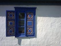Uma janela maravilhosa de uma casa velha de 300 anos Imagem de Stock Royalty Free