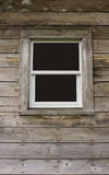 Uma janela na parede de madeira foto de stock royalty free